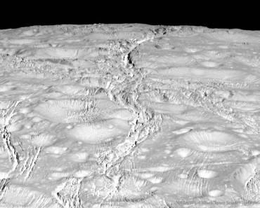 El fracturado polo norte de Encelado