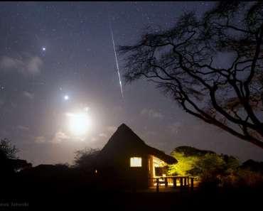 Madrugada en Kenia con planetas, la Luna y un meteoro Táurida