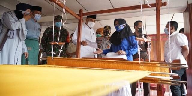 Walikota Tebingtinggi resmikan rumah adat melayu dan pelatihan tenun songket