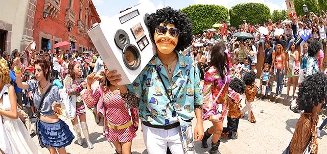Desfile de los Locos | Eventos en San Miguel de Allende ...