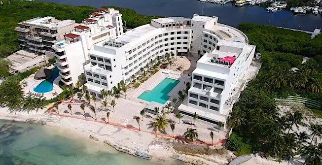 Resultado de imagen para izla hotel isla mujeres