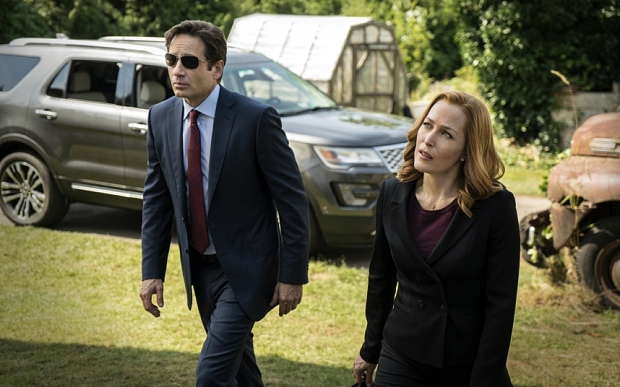"THE X FILES 2016 NEW SERIES  FOX ... This photo provided by FOX shows, David Duchovny, left, as Fox Mulder and Gillian Anderson as Dana Scully in the ""Founder's Mutation"" season premiere, part two, episode of ""The X-Files,"" airing Monday, Jan. 25, 2016, 8:00-9:00 PM ET/PT on FOX. (Ed Araquel/FOX via AP)"
