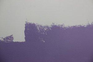 Appliquer la peinture par carrés successifs en croisant les passes