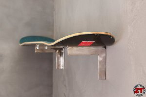 Conception étagère de chevet skateboard