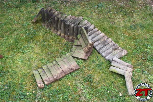 Tuto installer des bordures de jardin for Bordure jardin demi rondin bois