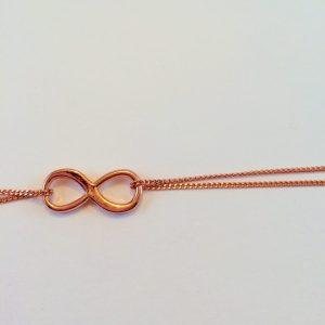 infinity armband detail