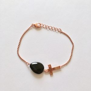 Armband met kruisje en druppel onyx rosé goud