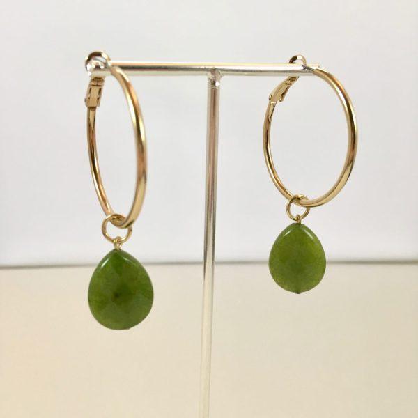 Gouden oorringen met groene jade