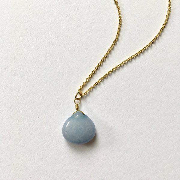 Ketting met druppel met korenbloemblauwe natuursteen goud