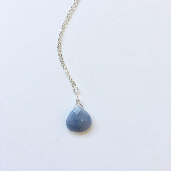 Ketting met druppel natuursteen blauw zilver