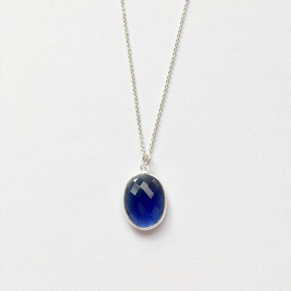 Ketting met glasbedel hanger donkerblauw zilver