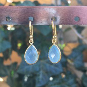 Kleine edelsteen oorbellen Blue Chalcedony 925 zilver verguld