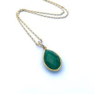 Korte ketting met hanger druppel groene onyx goud
