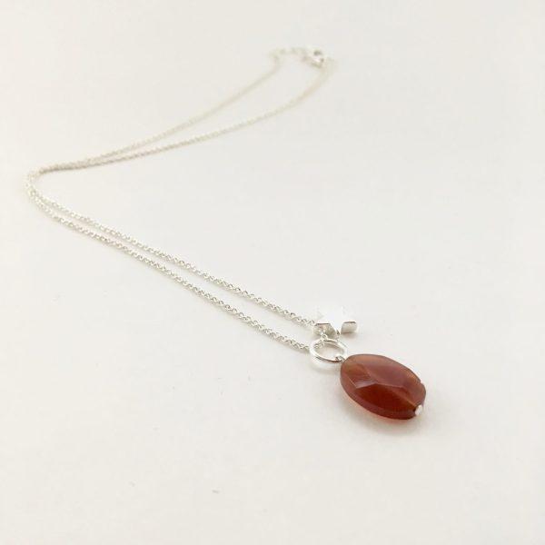 Korte ketting zilver ster natuursteen ovaal rood bruin