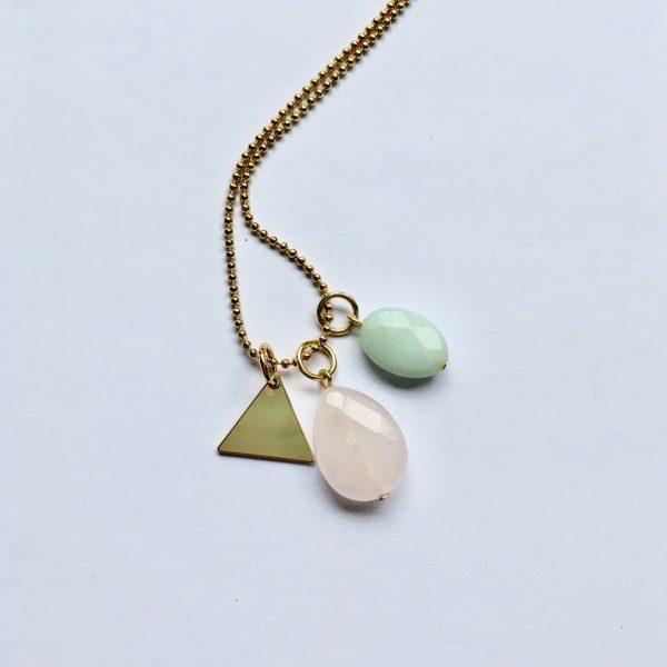 Lange edelsteen ketting met rozenkwarts amazoniet driehoek bedel goud