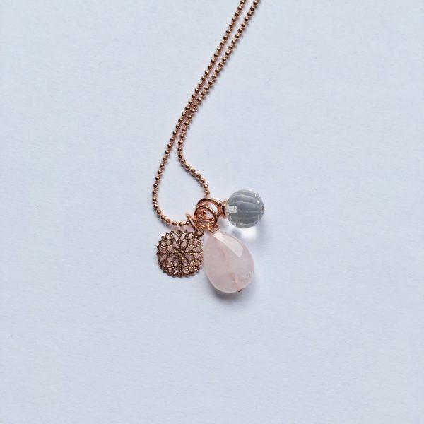 Lange edelsteen ketting met rozenkwarts druppel sneeuwvlok kwarts bedel rosé goud