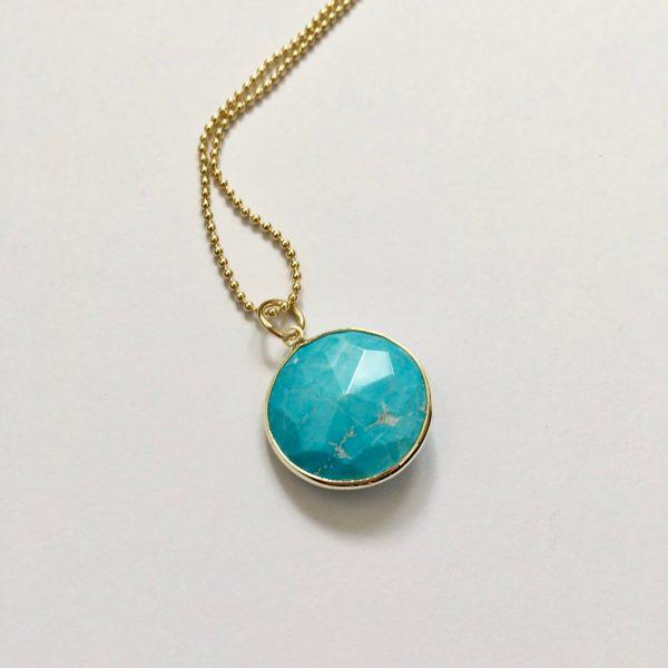 Lange edelsteen ketting met turquoise natuursteen goud