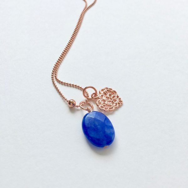 Lange ketting met blauwe natuurstenen hart rosé goud