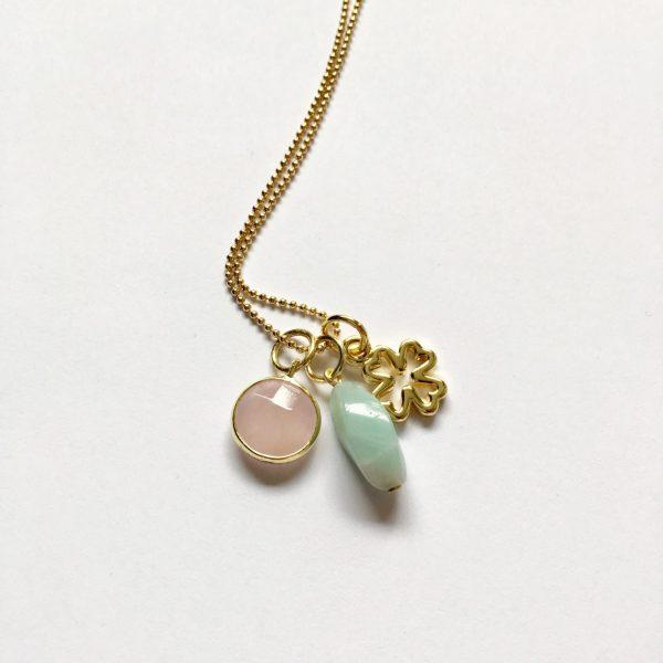 Lange ketting met edelsteen amazoniet rozenkwarts klavertje vier goudkleurig