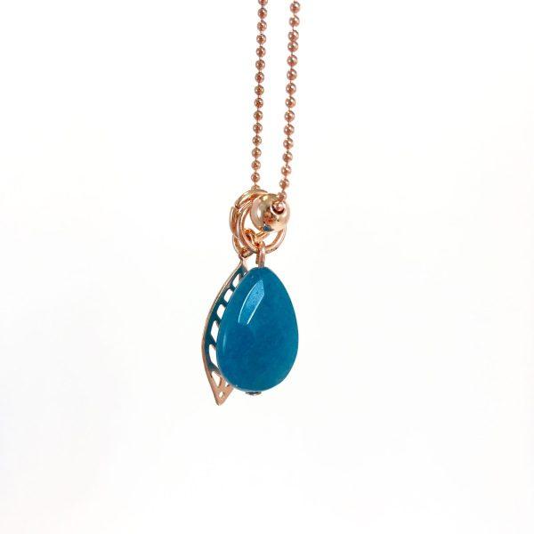 Lange ketting met edelsteen blauwe jade leaf bol rose goud