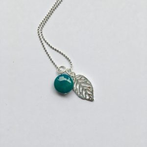 Lange ketting met edelsteen blauwe natuursteen blad zilver