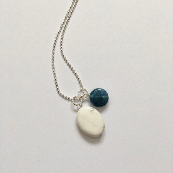 Lange ketting met edelsteen natuursteen blauw en marmer zilver