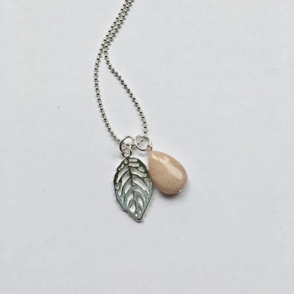 Lange ketting met edelsteen sardonyx blad zilver