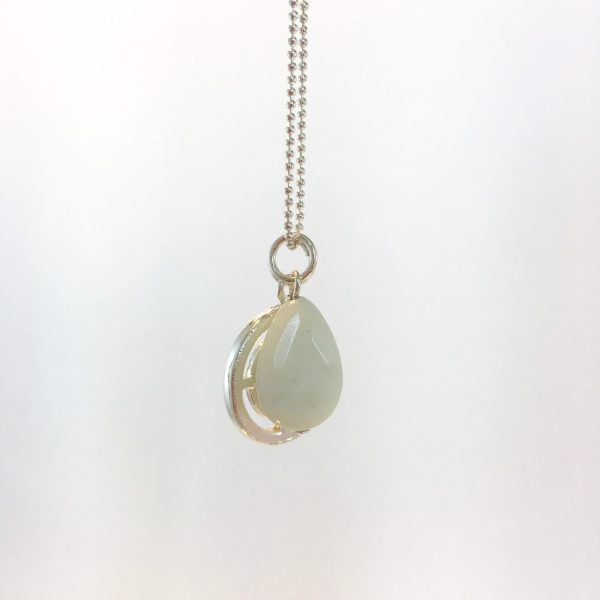 Lange ketting met edelsteen witte jade munt zilver