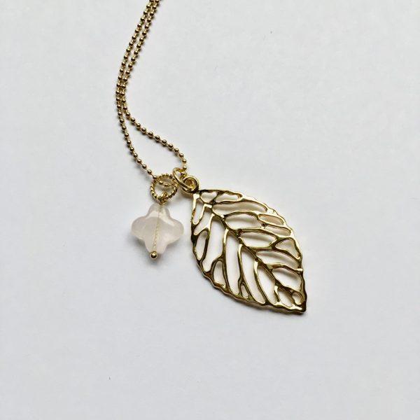Lange ketting met rozenkwarts blad goud
