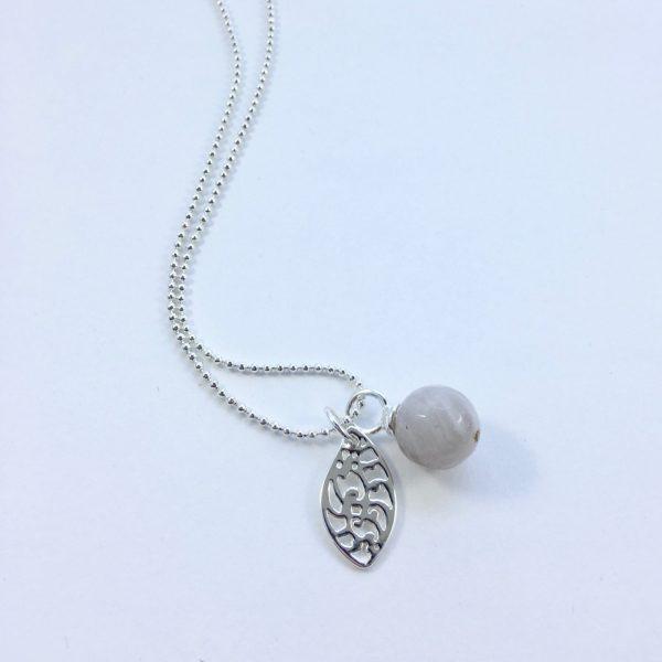 Lange ketting zilver 2 bedels jade bol veer