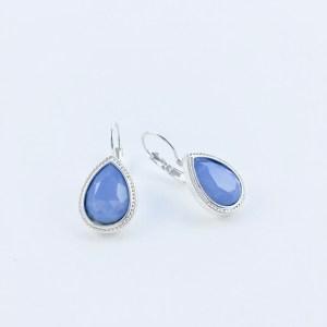 Oorhangers-met-Swarovski-fel-blauw-zilverkleurig-rand