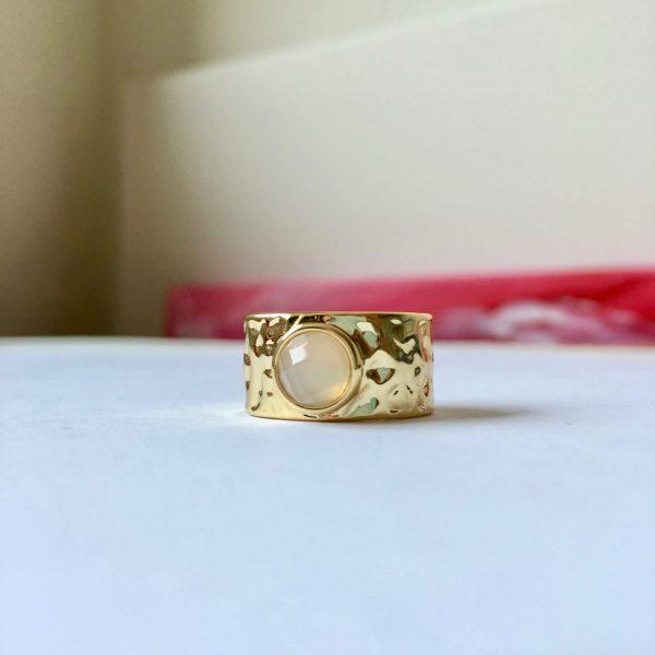 Ring met natuursteen goud