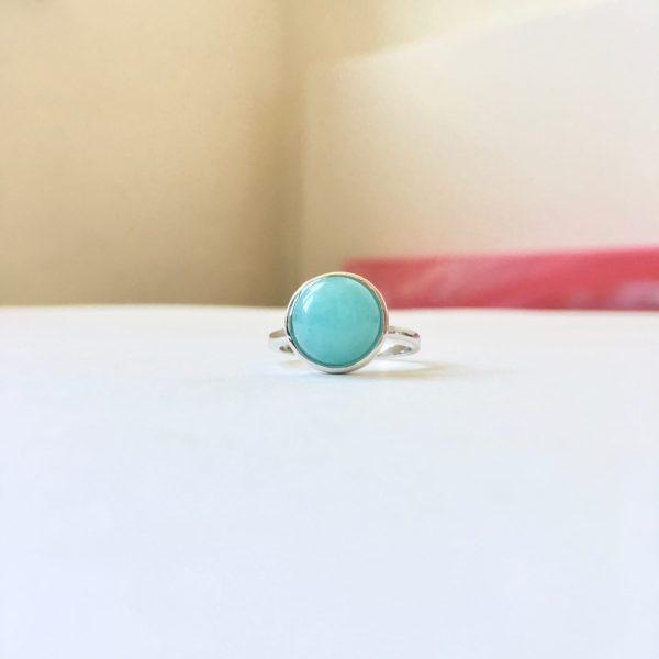 Ring met ronde turquoise natuursteen zilver maat L 17 mm