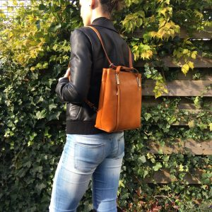rugtas en schoudertas ineen leren tas
