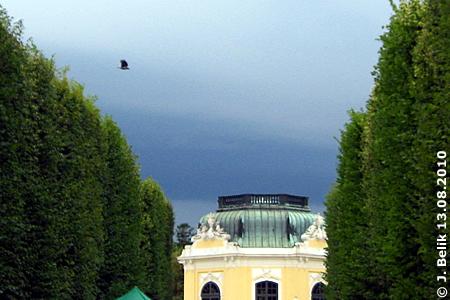 Gewitterwolken, Blick auf den Kaiserpavillon von der Löwenallee aus, 13. August 2010