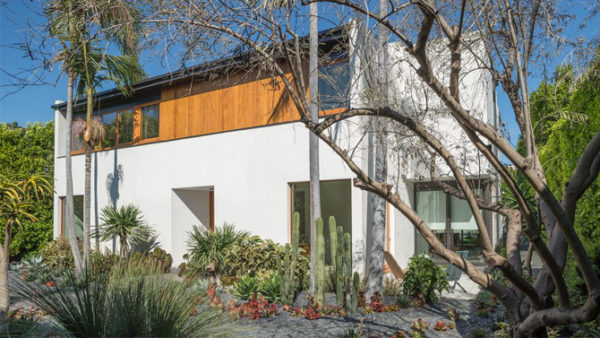 Diane Kruger & Joshua Jackson have listed this home