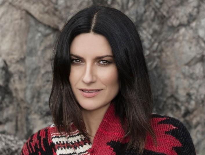 Fatti sentire ancora: oggi live acustico di Laura Pausini in diretta streaming