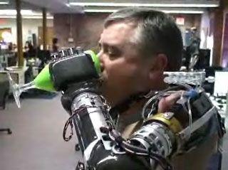 Esoscheletro e Braccio Artificiale dal Pentagono per Uso Civile