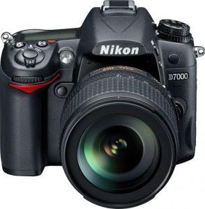 vista frontale Nikon D7000 nuova fotocamera reflex semiprofessionale