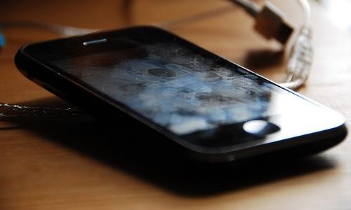 pulire il telefono cellulare e propri gadget in genere sono una buona pratica che tutti noi dovremmo fare
