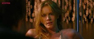 Antonia Liskova hot pole dancing - Giulia non esce la sera (2009)
