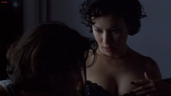 Gina Gershon and Jennifer Tilly naked and hot lesbian sex - Bound (1996) hd1080p