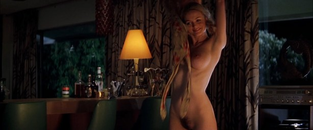 Heather Graham nude Julianne Moore nude -Boogie Nights (1997) hd1080p BluRay (7)