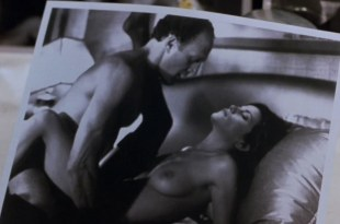 Linda Fiorentino nude topless and Angie Everhart nude full frontal  – Jade (1995) hd720p