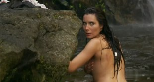 Pilar Rubio nude side boob and skinny dipping in - Piratas S1E1 (2011)