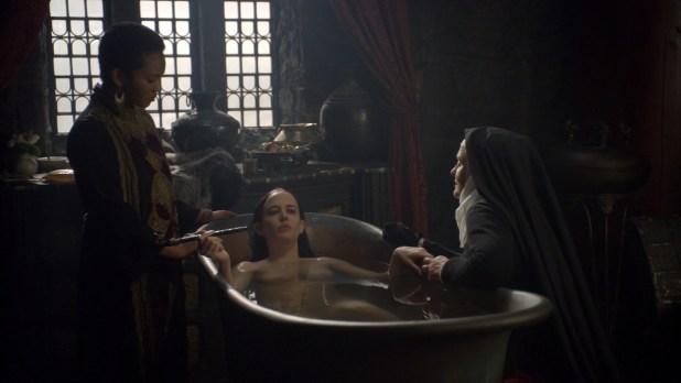 Eva Green nude in the bath - Camelot (2011) s1e9 hd720- 080p