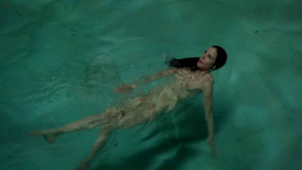 Mary-Louise Parker naked skinny dipping bush - Weeds s08e04 hd1080p (3)