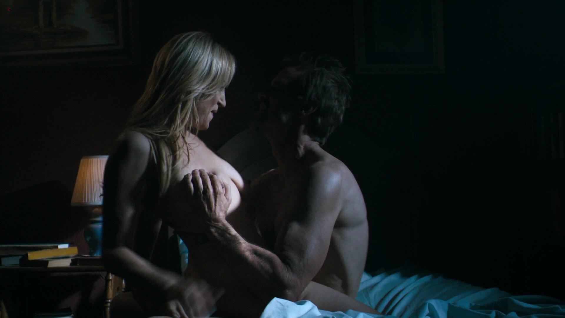 danielle harris boobs