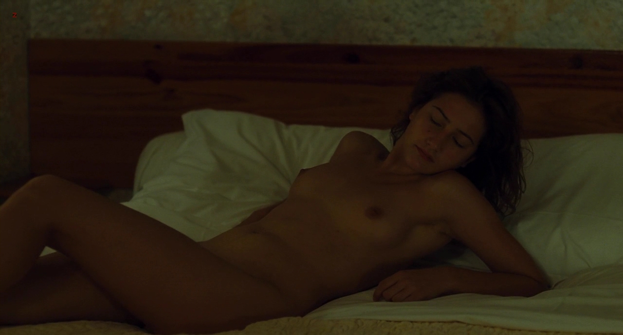 Lola Creton full frontal nude topless but and sex - Un amour de jeunesse (2011) hd720p