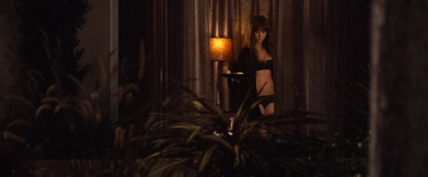 Jennifer Aniston sexy and very hot great cleavage and fine legs in - Horrible Bosses (2011) hd1080p (13)
